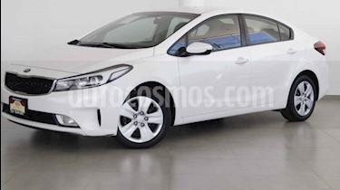 Foto venta Auto usado Kia Forte LX Aut (2017) color Blanco precio $215,000