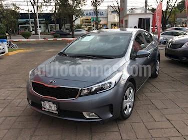Foto venta Auto Seminuevo Kia Forte LX Aut (2018) color Gris precio $249,000
