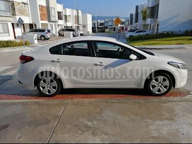 Kia Forte LX Aut usado (2017) color Blanco precio $220,000
