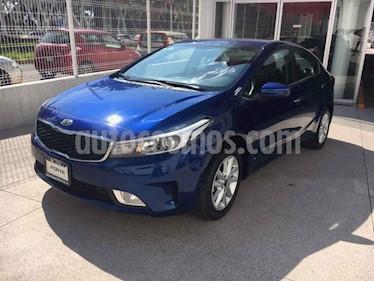 Kia Forte LX usado (2018) color Azul precio $240,000