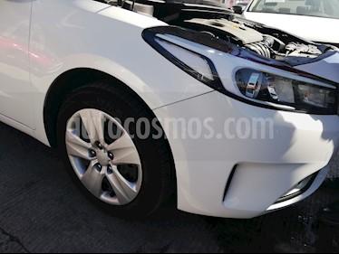 Foto venta Auto usado Kia Forte LX (2017) color Blanco Perla precio $233,779