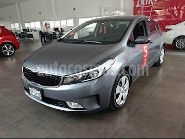 Foto venta Auto Seminuevo Kia Forte LX (2017) color Gris precio $225,000