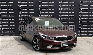 Kia Forte SX Aut usado (2018) color Rojo Carmesin precio $290,000