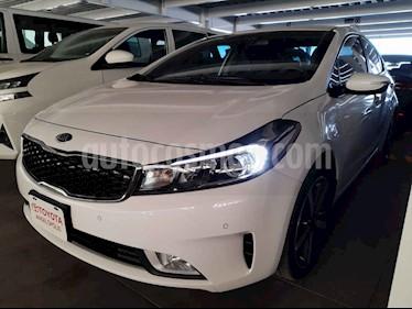 Kia Forte SX Aut usado (2018) color Blanco precio $270,000