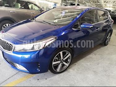 foto Kia Forte HB SX usado (2018) color Azul precio $288,900