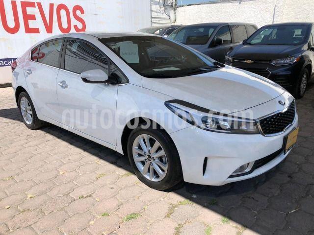 Kia Forte LX usado (2018) color Blanco precio $220,000