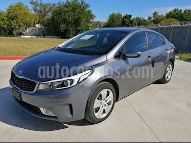 Kia Forte LX usado (2018) color Gris precio $235,000