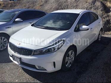 Kia Forte LX usado (2018) color Blanco precio $235,000
