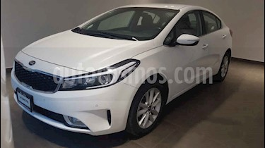 Kia Forte EX usado (2018) color Blanco precio $245,000