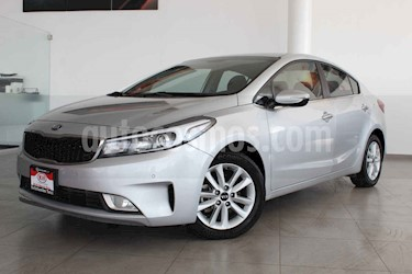 Kia Forte EX Aut usado (2017) color Plata precio $209,000