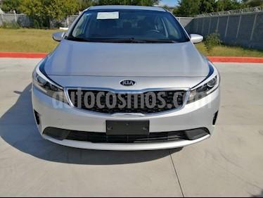 Kia Forte L usado (2018) color Plata precio $210,000