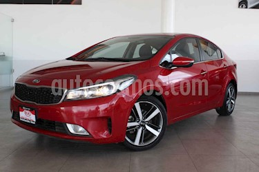 Kia Forte SX Aut usado (2017) color Rojo precio $249,000