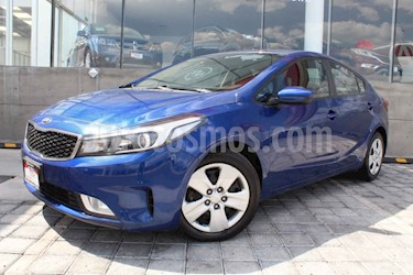 Kia Forte LX usado (2017) color Azul precio $210,000