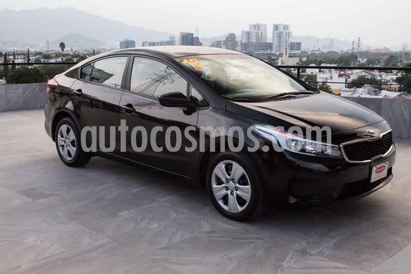 Kia Forte L Aut usado (2018) color Negro precio $194,700