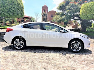 Kia Forte SX Aut usado (2016) color Blanco precio $216,000