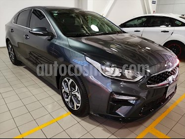 Kia Forte EX Aut usado (2019) color Gris precio $298,000