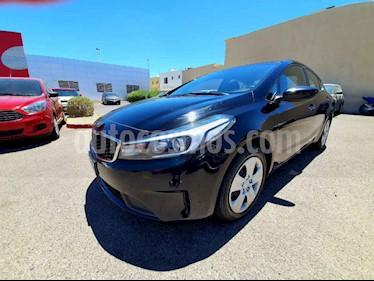 Kia Forte Version usado (2018) color Negro precio $180,000