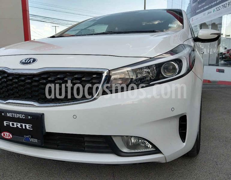 Kia Forte HB EX usado (2017) color Blanco precio $204,900