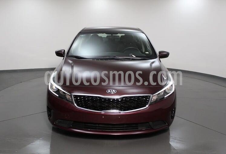 Kia Forte L Aut usado (2018) color Rojo precio $185,000