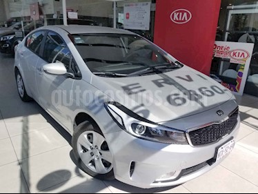 Kia Forte LX usado (2017) color Plata precio $195,000