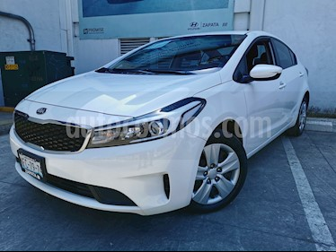 Kia Forte L usado (2018) color Blanco precio $220,000