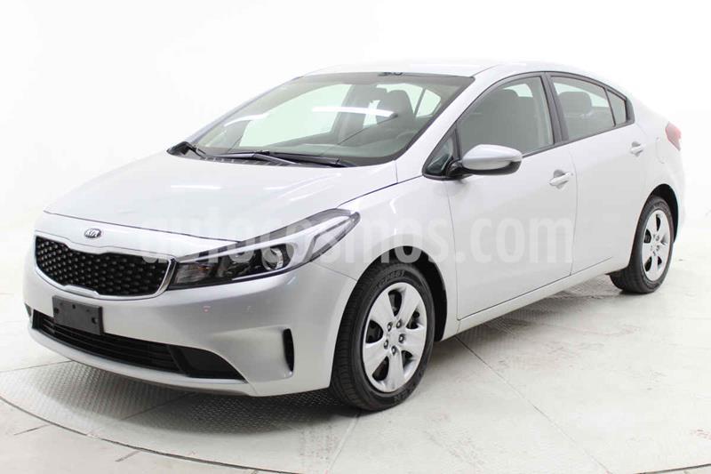 Kia Forte L Aut usado (2018) color Plata precio $188,000