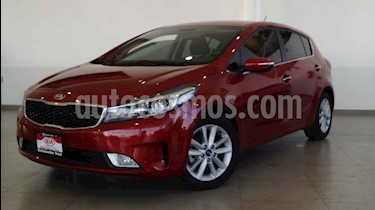Kia Forte HB EX usado (2018) color Rojo precio $268,000