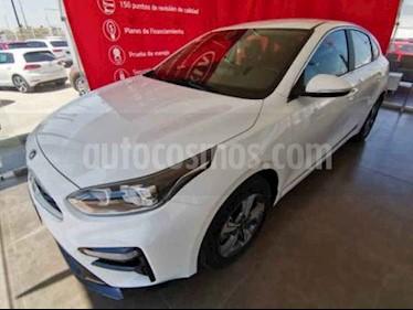 Kia Forte HB EX usado (2020) color Blanco precio $294,000