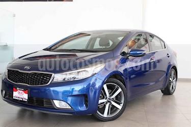 Kia Forte SX Aut usado (2018) color Azul precio $250,000