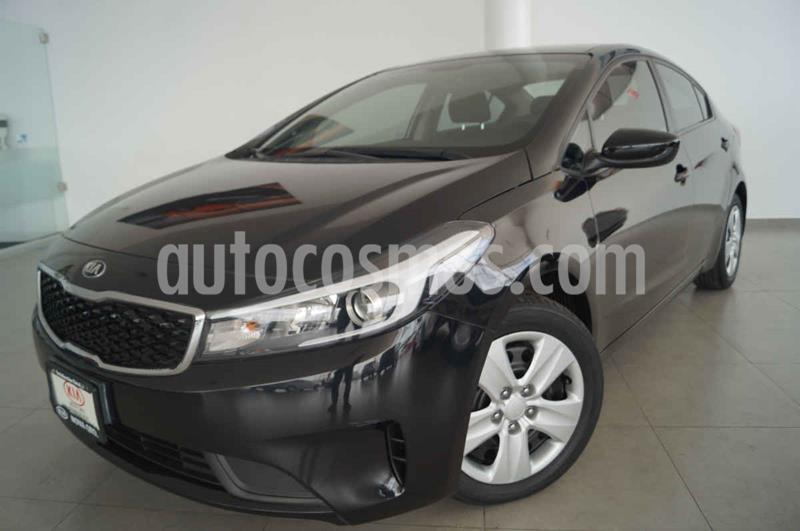 Kia Forte Version usado (2018) color Negro precio $225,000