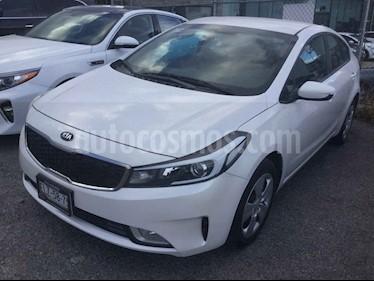 Kia Forte LX usado (2017) color Blanco precio $230,000