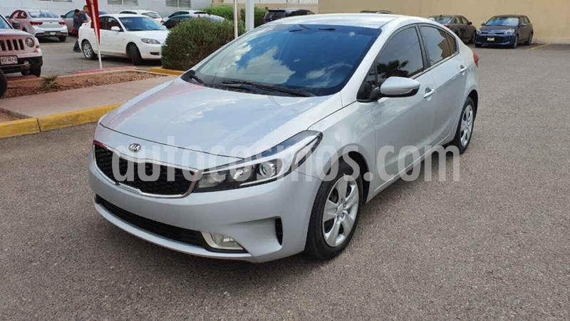 Kia Forte LX Aut usado (2017) color Plata precio $195,000