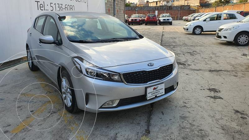 Kia Forte HB EX Aut usado (2017) color Plata precio $212,000