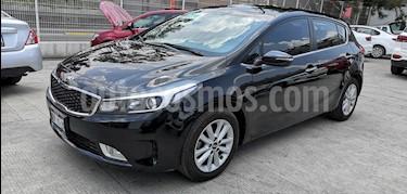 Kia Forte HB EX usado (2018) color Negro precio $220,000