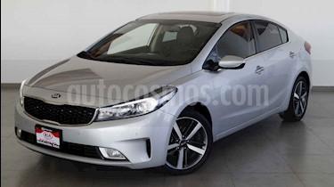 Kia Forte SX Aut usado (2017) color Plata precio $220,000