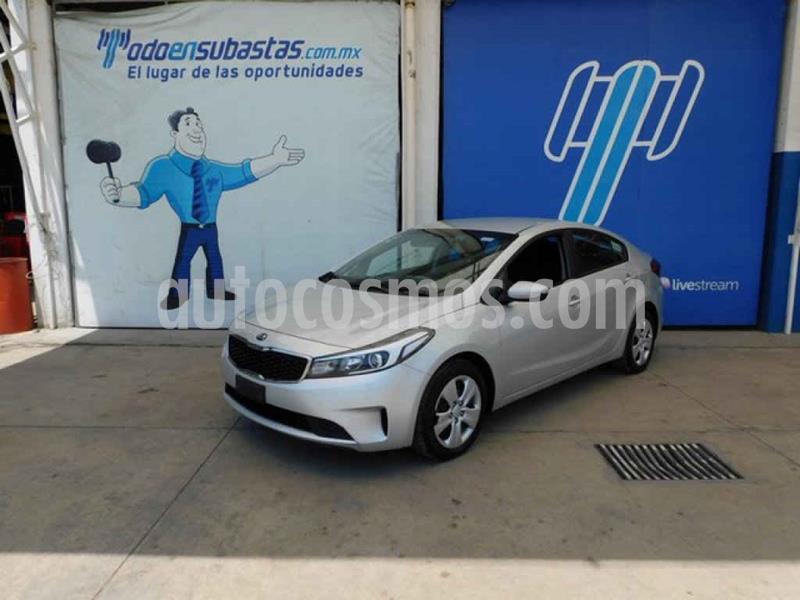 Kia Forte Version usado (2018) color Plata precio $122,000