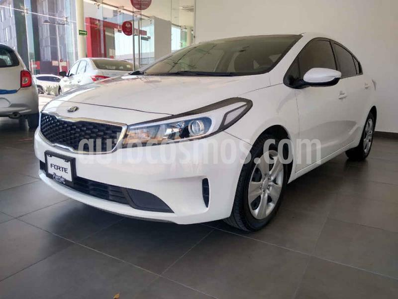Kia Forte Version usado (2018) color Blanco precio $214,000