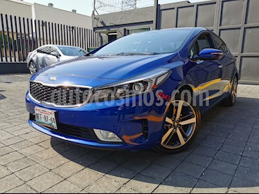 Kia Forte SX Aut usado (2017) color Azul Celeste precio $240,000