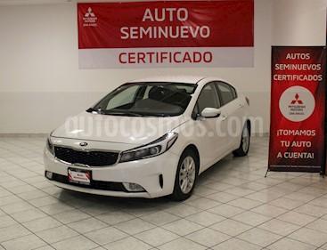 Foto Kia Forte EX Aut usado (2018) color Blanco precio $237,000