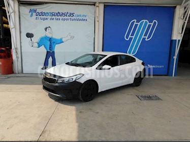 Kia Forte L usado (2018) color Blanco precio $85,000