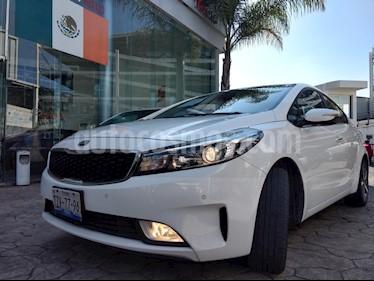Foto venta Auto Seminuevo Kia Forte SX Aut (2017) color Blanco precio $240,000