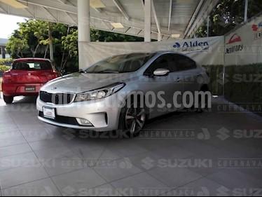 Foto venta Auto usado Kia Forte SX Aut (2017) color Gris Metalico precio $248,000