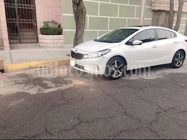 Kia Forte SX Aut usado (2017) color Blanco precio $239,000