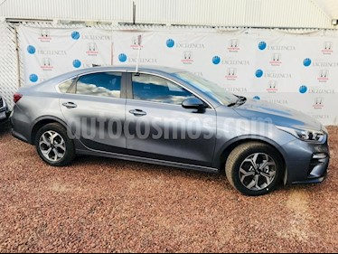 Foto venta Auto Seminuevo Kia Forte SX Aut (2019) color Gris Metalico precio $320,000