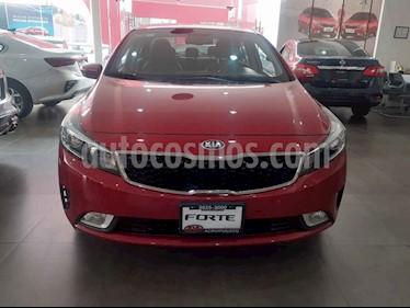 Foto Kia Forte SX Aut usado (2017) color Rojo precio $249,000