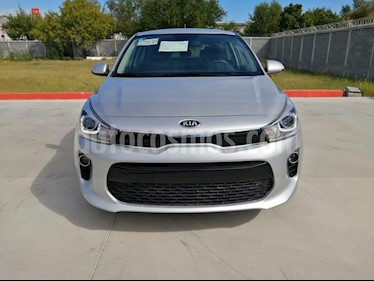 Foto Kia Rio Hatchback EX Aut usado (2019) color Plata precio $220,000