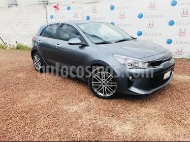 Foto venta Auto Seminuevo Kia Rio Hatchback EX Aut (2019) color Gris Urbano precio $300,000