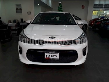 Foto venta Auto Seminuevo Kia Rio Hatchback EX Pack Aut (2018) color Blanco precio $283,000