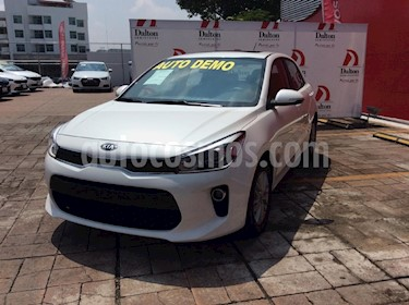 Foto venta Auto Seminuevo Kia Rio Hatchback EX (2018) color Blanco precio $270,000