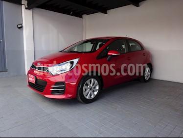 Foto venta Auto usado Kia Rio Hatchback EX (2017) color Rojo Arce precio $195,000